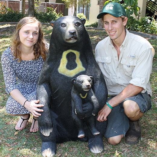 USC student Ellen Bingham and Wildlife HQ CEO Jarrod Schenk with the new statue.